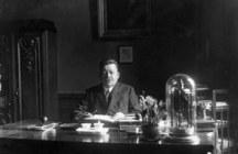 Friedrich Ebert am Schreibtisch