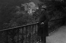 Friedrich Ebert in der Schlossstraße in Schwarzburg beim Ausblick auf das Schwarzatal