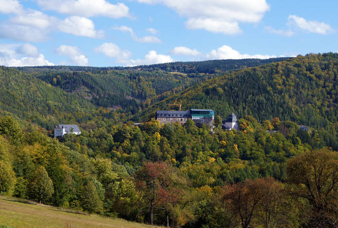 Blick vom Bahnhof auf das Schloss Schwarzburg