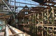 Gerüst um den Dachstuhl des Schlosses