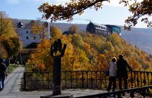 Panorama des Schlossgeländes, Blick vom Ort