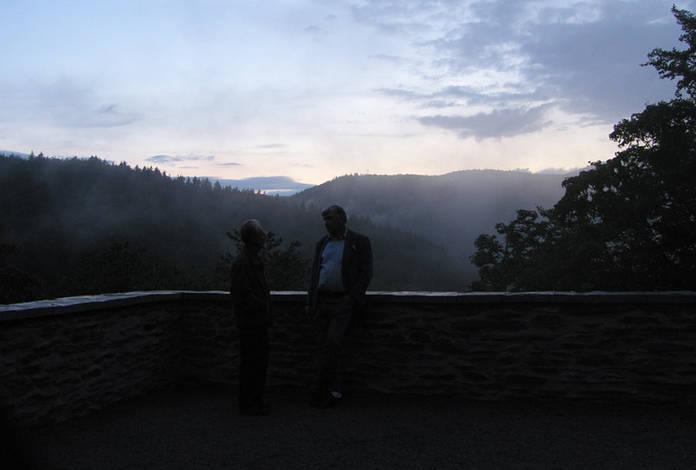 Auf der Terrasse im Schlosspark mit Blick auf das Schwarzatal